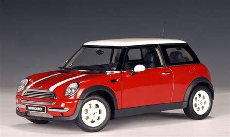 Wheels 2002 Editions 2001 Mini Cooper autoart 2001 mini cooper racing green 74828 in 1 18