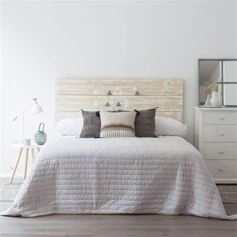 cabeceros de madera cabeceros ideales para decorar el dormitorio de
