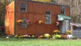 Tiny House For Family Of 5 tiny house for family of 5 man builds 5k tiny house for family 600x342