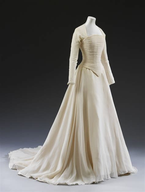 best 25 1990s style wedding gowns ideas on fancy dress 1990s fancy dress 90s