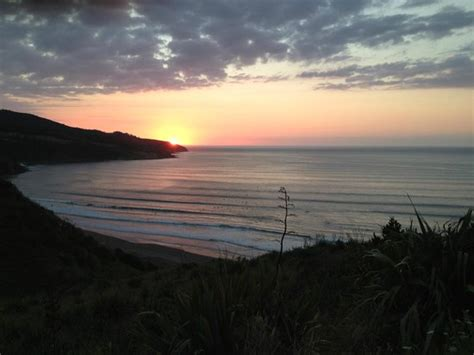 Raglan Pacific Pacific 02 sunset from wainui reserve picture of ngarunui