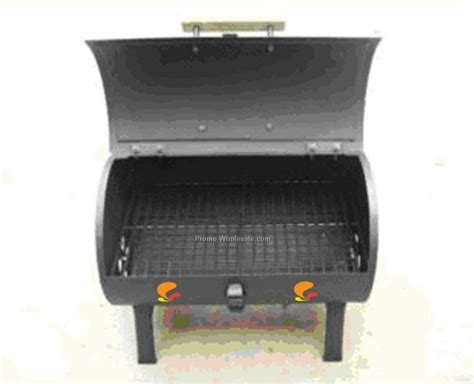 barbecue grill tailgate size with wooden handle