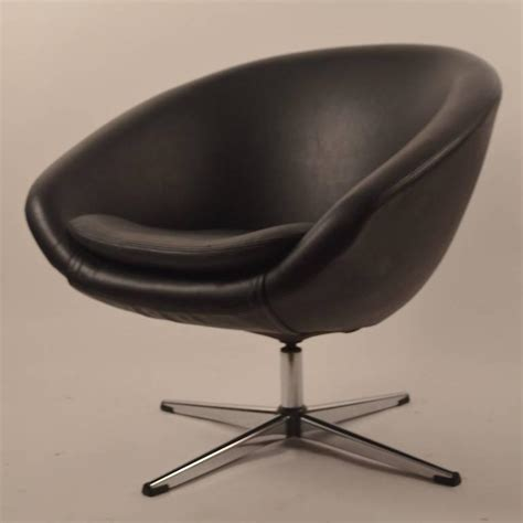 Single Black Overman Swivel Pod Chair For Sale At 1stdibs Swivel Pod Chair