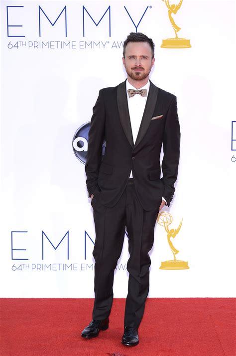 galanes de tv brillan en alfombra roja de los 50 m 225 s bellos actores guapos en los emmy actitudfem