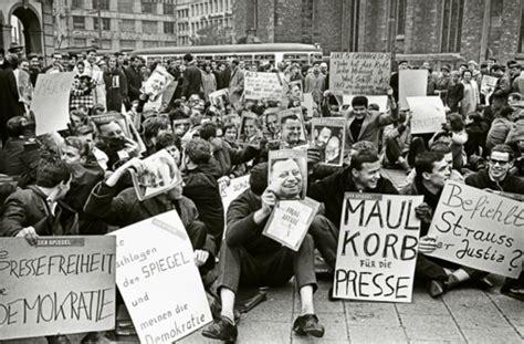 Spiegel Essay by Essay 252 Ber Die Spiegel Aff 228 Re Der Untote Obrigkeitsstaat Politik Stuttgarter Zeitung