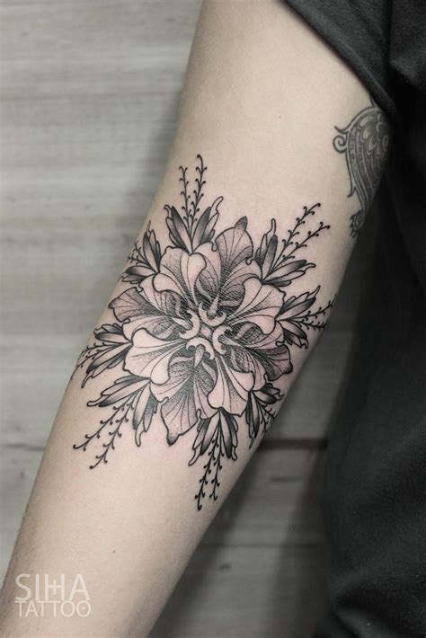 grayscale tattoo 250 best images about ideas mehndi paisley
