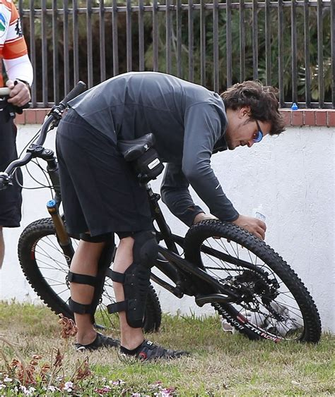 orlando bloom netflix documentary orlando bloom out for a bike ride with friends zimbio