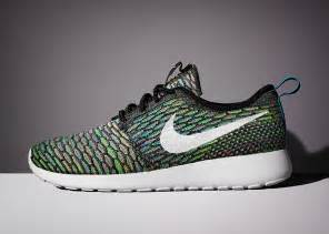 Nike wmns roshe run flyknit multicolor 3