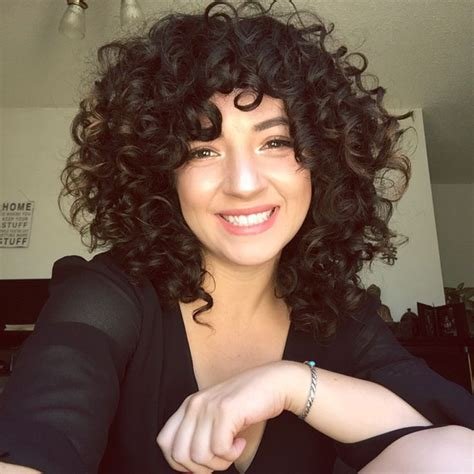 Curly Hairstyles With Bangs And Layers by Best 25 Layered Curly Hair Ideas On Curly