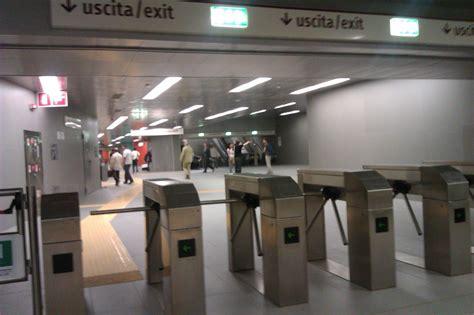 metro porta di roma metro roma il biglietto si timbra anche in uscita