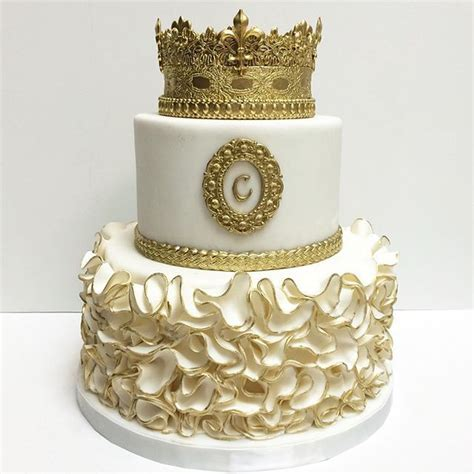 17 best ideas about crown on crown 25 best ideas about gold birthday cake on