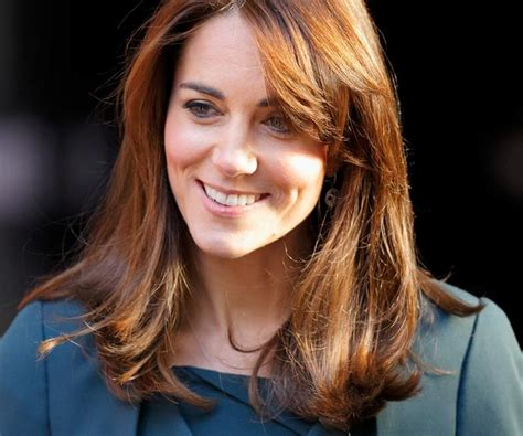 duchess kate shows off her new hairstyle picture the duchess kate middleton shows off dramatic new haircut
