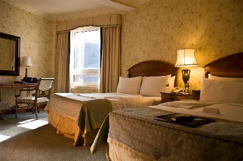 bed and breakfast lake louise in room breakfast photo de fairmont chateau lake louise