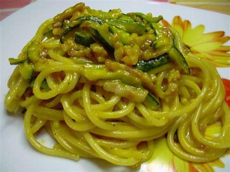 pasta con fiori di zucchine ricette carbonara di zucchine e fiori di zucca ricetta carbonara
