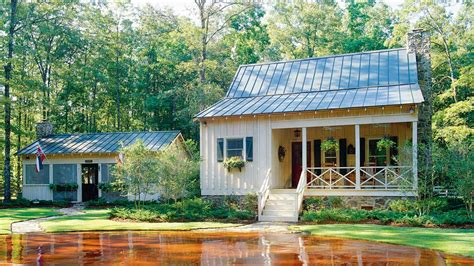 living in 1000 square feet 21 tiny houses southern living