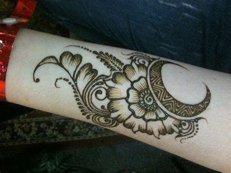 henna tattoo traditional henna arm makes the traditional quot mango quot shape