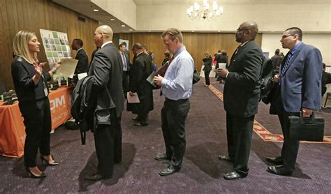 Illinois Unemployment Office by Illinois Jobless Rate Drops In June Chicago Tribune