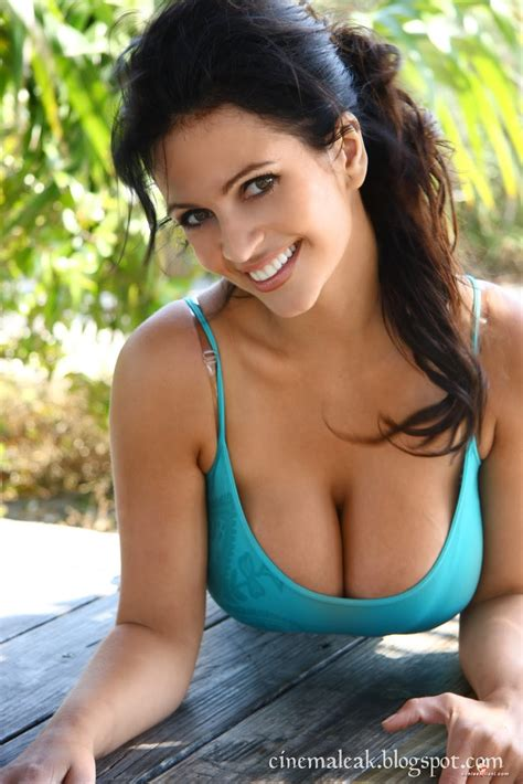 Latest Celebrity Pictures Indian Sexy Actress Gallery Hot Spicy Denise Milani Wallpapers