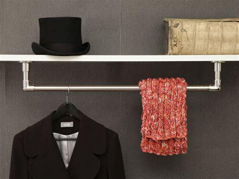 garderobenstange wand garderobenstangen im zeitlosen klassischen design die