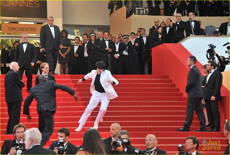 falling stairs did jason derulo fall the met gala stairs photo 808662 photo gallery just