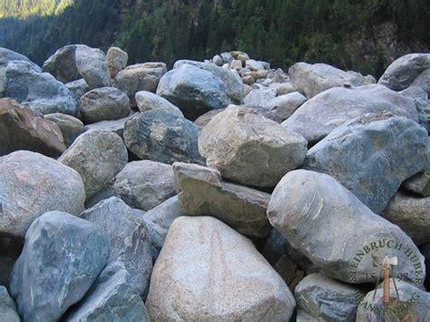 steine findlinge gneis findlinge f 252 r die besondere gartengestaltung