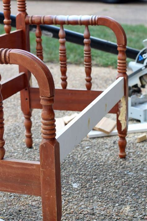 turn  spindle headboard   bench woodworking