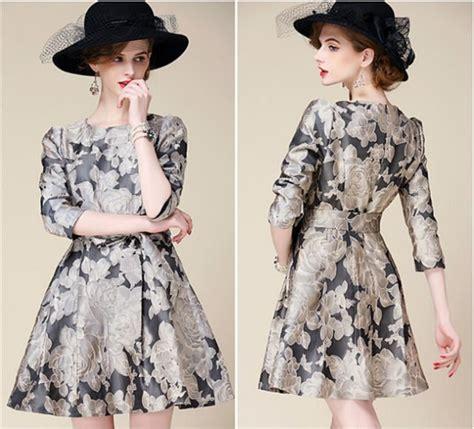 Slingbag Bunga Hitam berani til beda dengan pakaian motif bunga terkesan