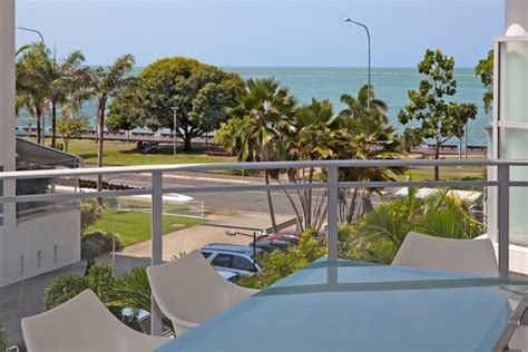 2 bedroom apartment cairns esplanade cairns accommodation self contained esplanade luxury