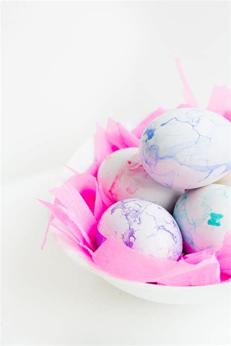 pretty easter eggs diy pastel marbled easter eggs the perfect spring