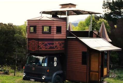 Sie Hatten Es Satt Miete Zu Zahlen Und Bauten Einen Lkw In Tiny House Big Living Youtube