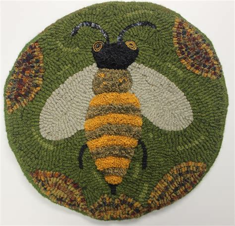 bee rug kris miller from spruce ridge studios some great hooked projects