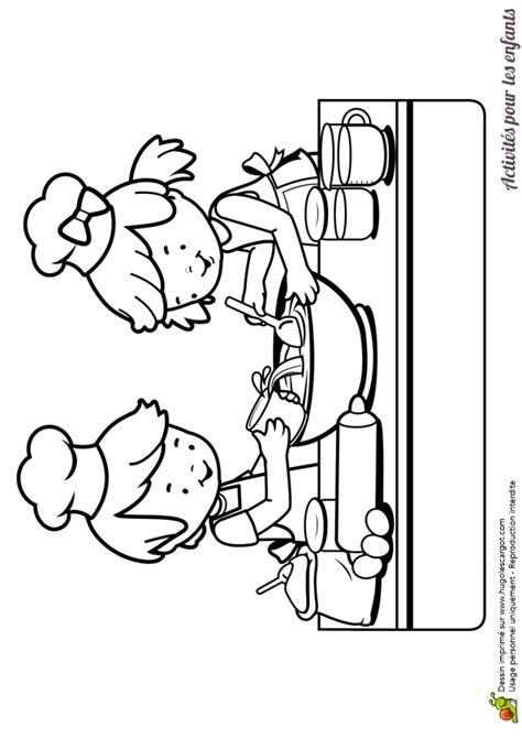 Dessin à colorier d'enfants dans une cuisine