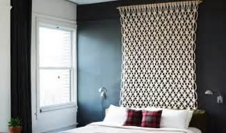 Decoration Avec Papier Peint #1: tête-lit-déco-chambre-rideau-crochet-suspendu-tringles.jpg