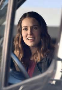 blacklist megan boone new hairstyle megan boone the blacklist set on location in greenwich
