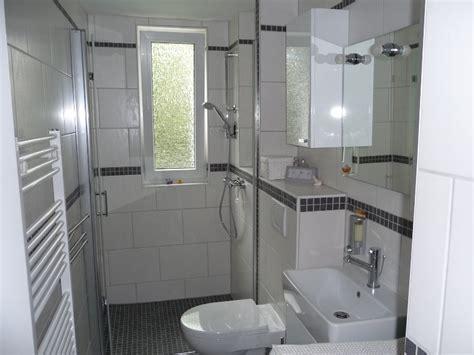 rollo für badewanne chestha dunkel badezimmer design