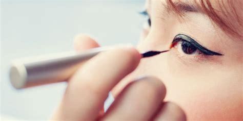 tutorial eyeliner pensil untuk pemula cewek jambi cantik cara memakai eyeliner untuk pemula