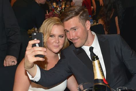 amy schumer says chicago boyfriend hardly knew of her