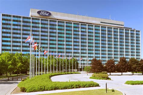 ford group ford posts 2015 pre tax profit of 10 8 billion makes