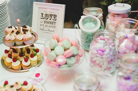 Hochzeitstorte Und Cupcakes by Cupcakes Hochzeitstorte Tipps Zum Thema Torten