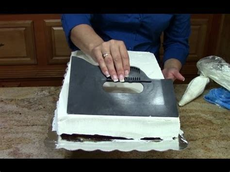 cake decorating how to a 1 2 sheet cake in butter