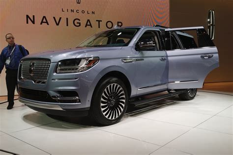 how cars run 2012 lincoln navigator user handbook 2017 nyias 2018 lincoln navigator debuts old american luxury