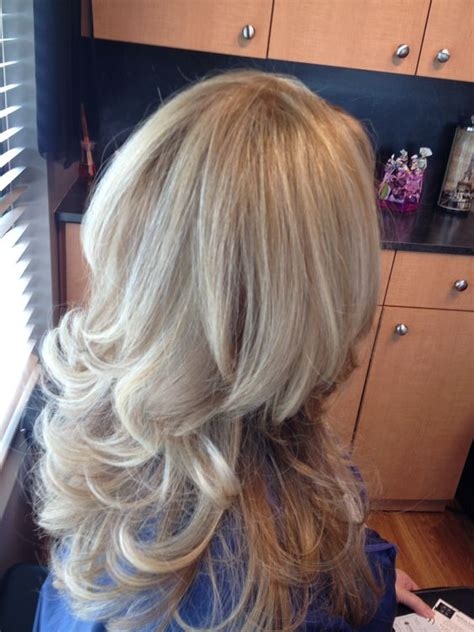 curly hair with lowlights blonde highlights lowlights curly hair blowout