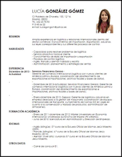 Modelo Curriculum Recien Licenciado Modelo Curriculum Vitae Especialista En Comercio Internacional Livecareer
