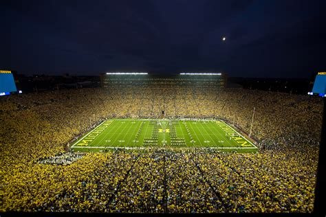 Manchester United And Real Madrid Officially Coming To 109 000 Seat Michigan Stadium