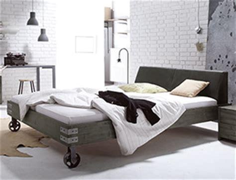 schlaf bett günstig kaufen holzbetten f 252 r ihr schlafzimmer g 252 nstig kaufen betten de