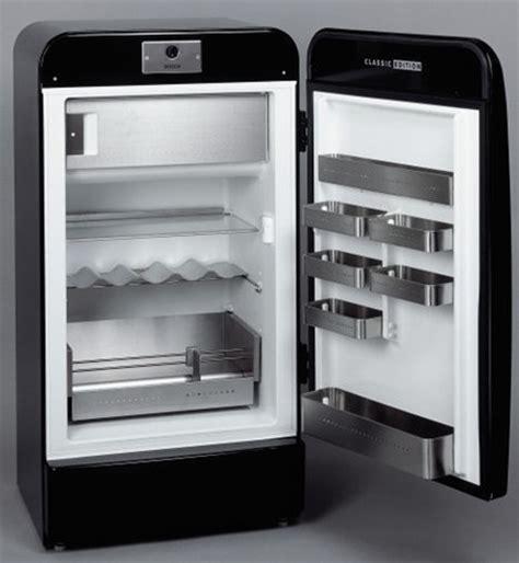 Lemari Es Smeg refrigerador retro de la marca bosch interiores