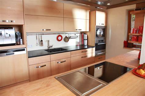 welche arbeitsplatte zu buche küche massivholzk 252 che aus buche mit s 228 ule die m 246 belmacher