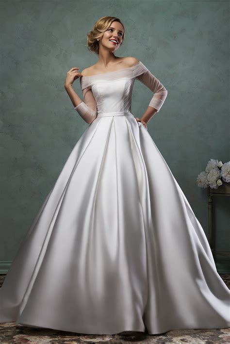 long sleeve satin wedding dress    shoulder