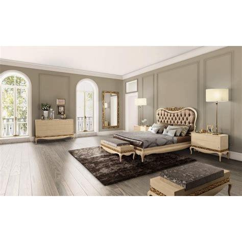 chambre a coucher luxe chambre adulte de luxe or ou argent et commode baroque