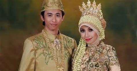 Foto Baju Kebaya Berjilbab model kebaya pengantin berjilbab modern 2013 baju pengantin sepasang berjilbab modern 2013